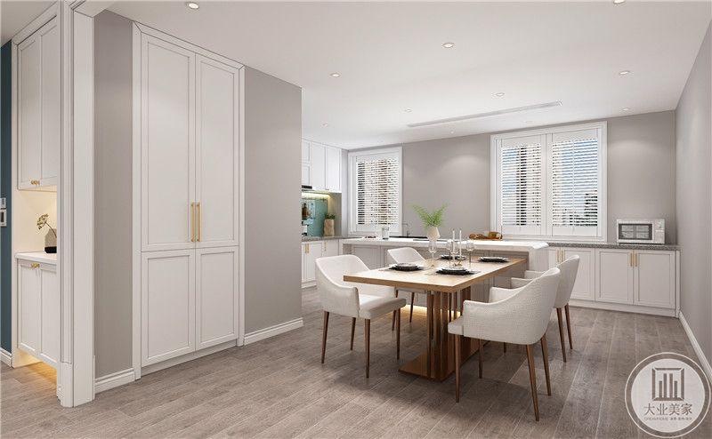 餐厅装修效果图:餐桌餐椅都采用实木,墙面颜色都采用灰色。