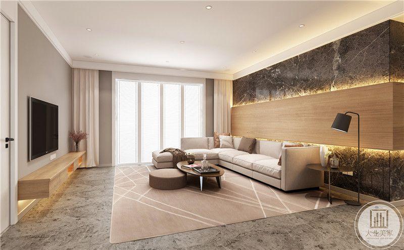 客厅影视墙采用实木装饰,上下两侧采用大理石装饰,沙发采用浅色布艺沙发,搭配椭圆形茶几。