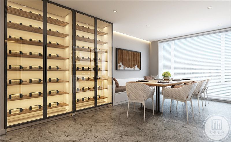 餐厅采用靠墙的一部分采用卡座的设计,餐桌桌面采用实木材料,搭配白色塑料餐椅,一侧是黑框玻璃展示柜。
