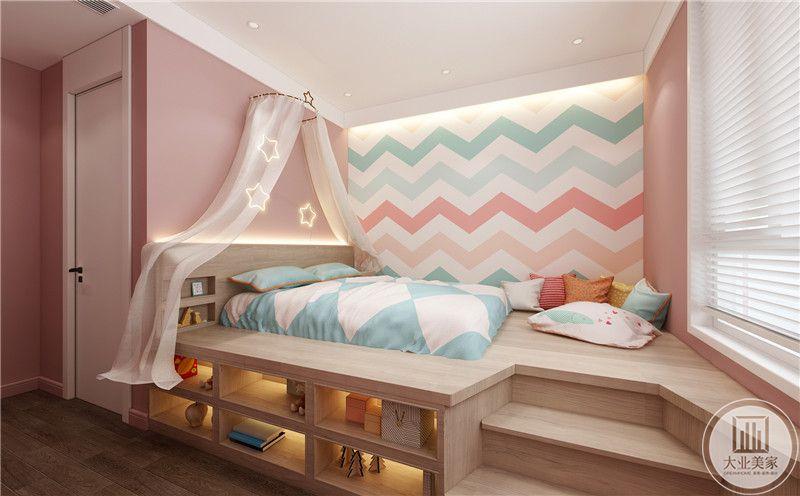 儿童房采用榻榻米的设计,不减少休息区域的同时,增加收纳空间。