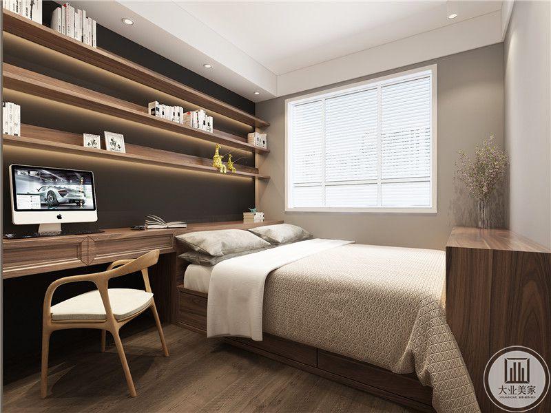 客卧靠窗的一侧采用榻榻米节约空间,书桌书柜采用实木材料。