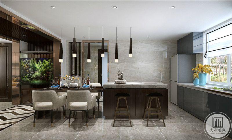 餐厅采用灰色花纹砖,靠窗的一侧放置冰箱,餐桌和餐椅采用深色实木装饰。