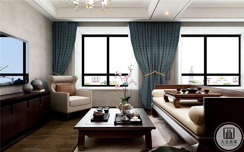从这个角度看能够将这个空间看的更加清楚,布置井然有序,床榻,沙发,木质的地板,自然质朴的气息洋溢