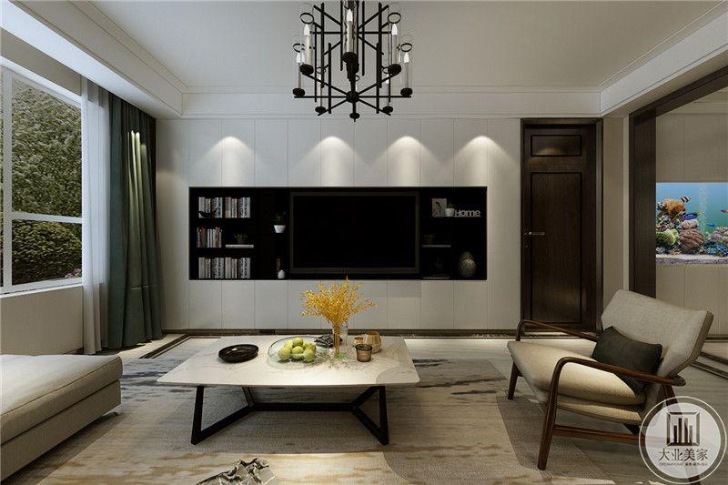 客厅电视墙做成嵌入式的,电视两侧做成收纳空间,放着书籍杂物。