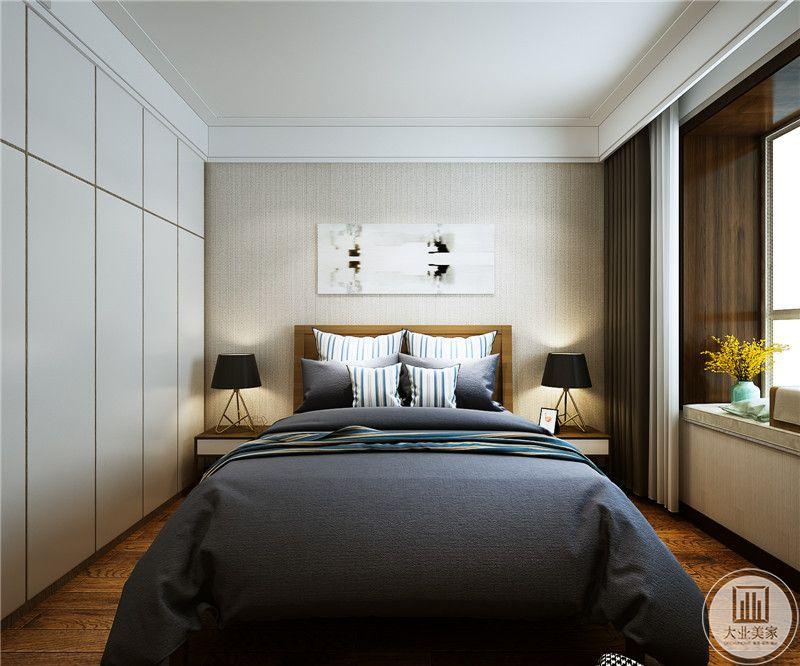 主卧是灰色的主色调,木质地板在白色与灰色结合的居室显得自然简约。