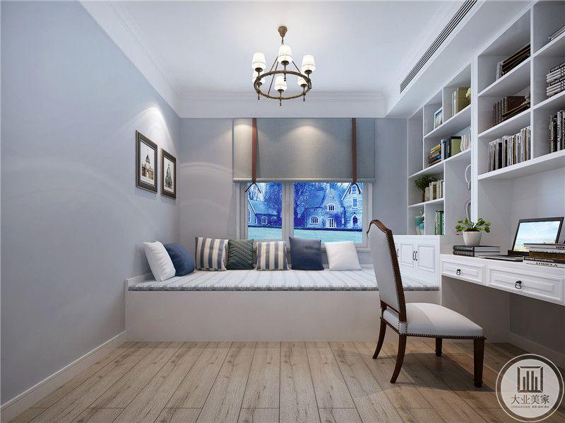 儿童房采用榻榻米增加收纳,一侧的墙面采用白色实木书柜,书柜的下半部分采用书桌。