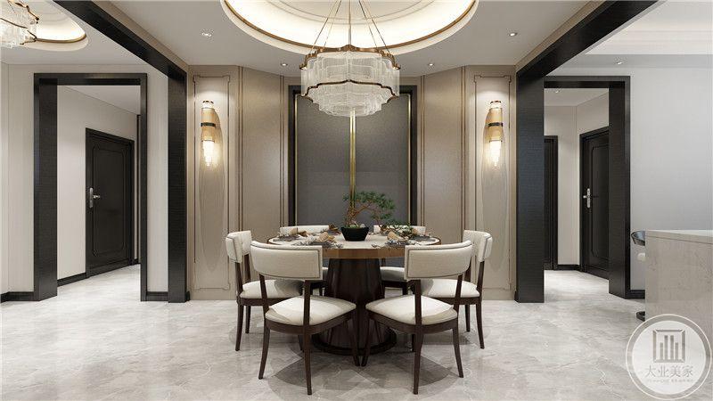 餐厅是比较正式圆桌,中式的桌椅十分古朴有情调。