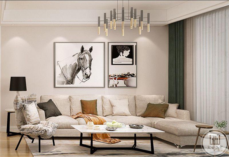 客厅沙发墙是简约的艺术组画,使客厅空间观赏性大大提高。
