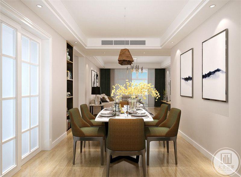 餐厅是六人的小长桌,桌上浅黄色的插花十分秀雅美丽。