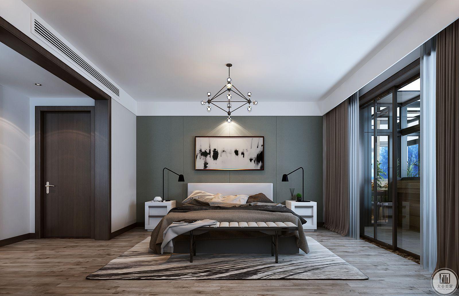 主卧室采用了对称平衡,床头背景墙使用浅绿色,床上的装饰以浅棕色为主,两侧搭配白色床头柜。