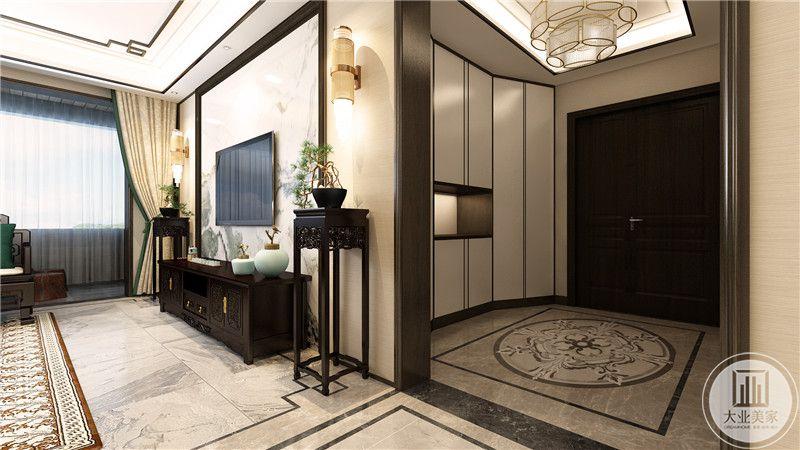 玄关处布置了收纳空间,大大提高了空间利用率。