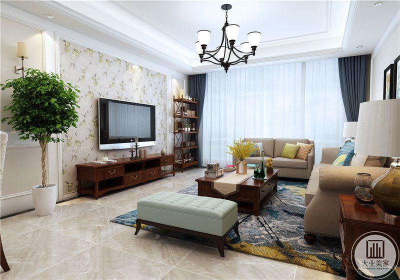 客厅 电视墙则是选择则浅绿色的碎花壁纸,十分清新自然。