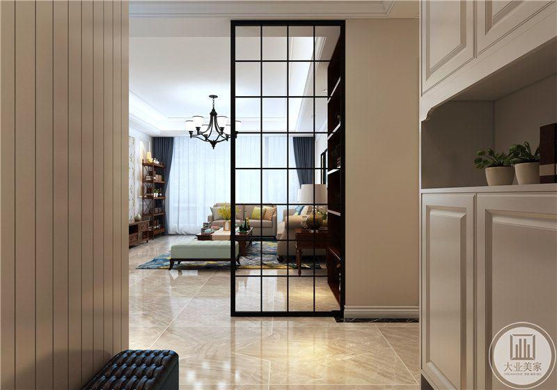 入户用一个格子玻璃门做隔断