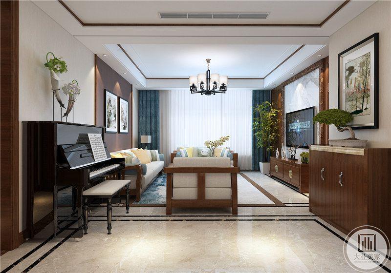 客厅窗帘选用优雅的蓝色丝织品,使空间变得温柔许多。