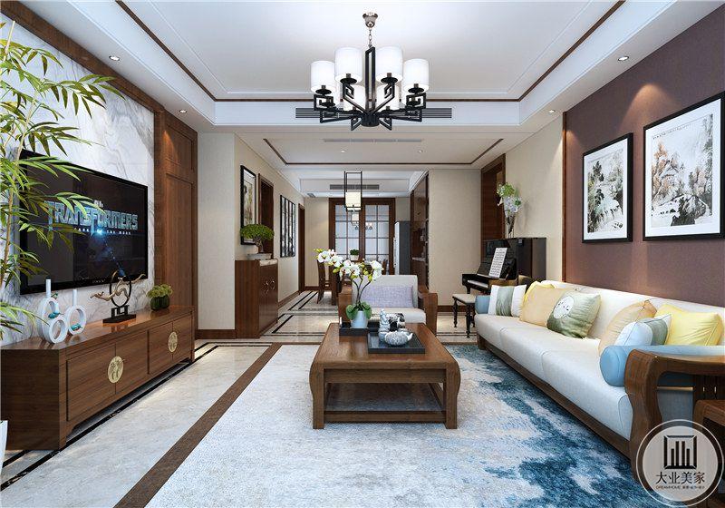 客厅影视墙采用白色大理石做护墙板,电视机采用实木材料,客厅地面铺设浅黄色瓷砖,搭配白蓝色地毯。