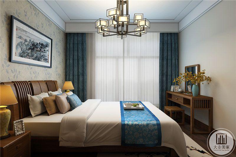 卧室主体依旧采用了中式的木制框架,木与布艺的结合十分完美。
