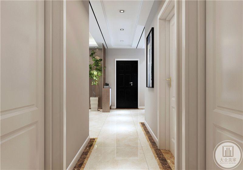 入户门的一侧做成实木收纳柜,搭配后侧的绿植。