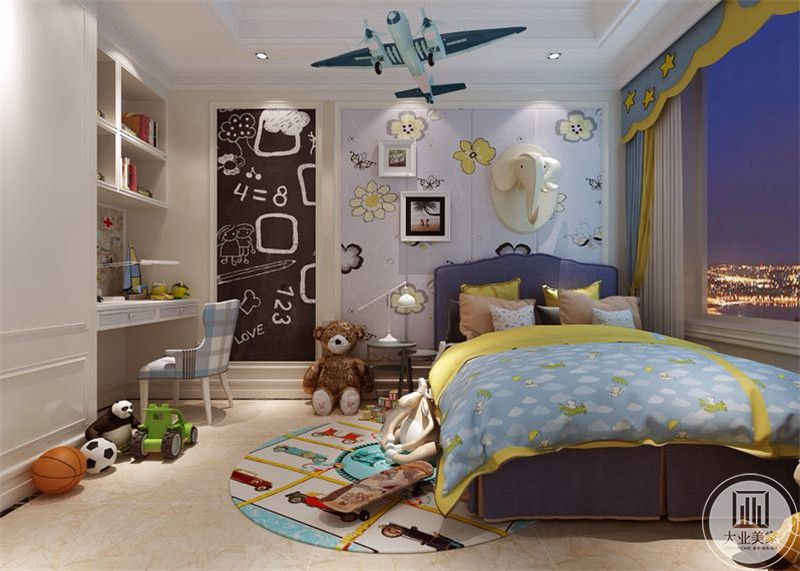 男孩房是蓝色的主色调。