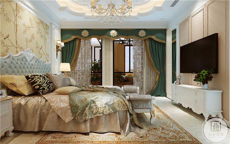 绿色的窗帘优雅迷人。