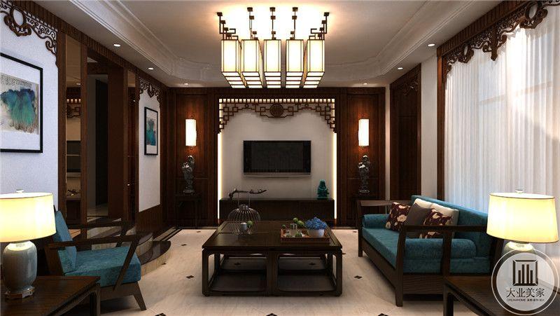 客厅影视墙采用白色壁布设计,两侧采用红木护墙板。