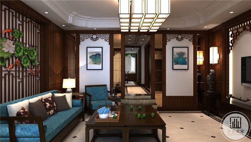 从这里可以看到客厅整体布局装饰。