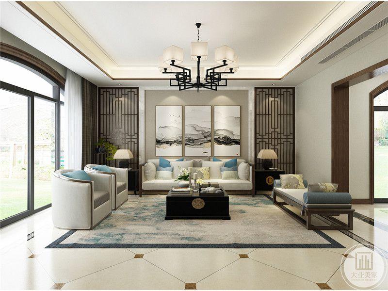 一楼沙发背景墙采用浅黄色壁纸装饰,墙面采用三幅中式风格装饰画,沙发采用红木框架茶几采用黑檀木,地面采用白色瓷砖,搭配浅蓝色地毯。