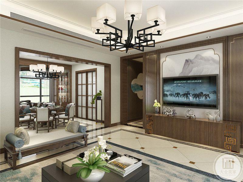 一楼客厅影视墙采用中式风格壁纸,电视柜采用浅色实木材料,两侧采用浅色木板装饰。