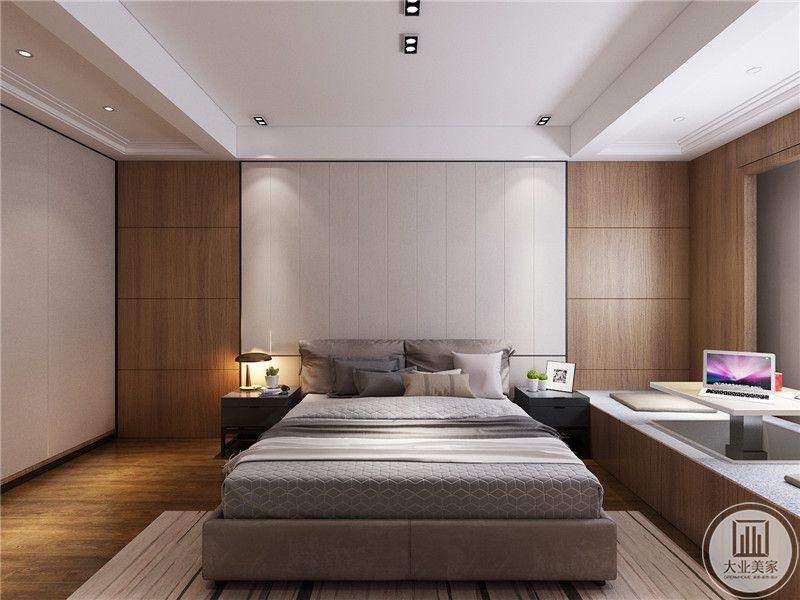 主卧室床头背景墙采用白色壁布装饰,两侧采用实木板材,窗户的下半部分采用可升降的榻榻米。