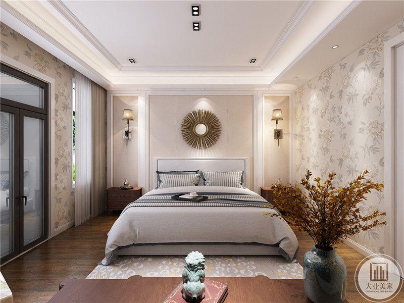 次卧室卧室床头背景墙采用浅黄色壁纸,墙面采用圆形装饰,床的两侧采用红木床头柜。