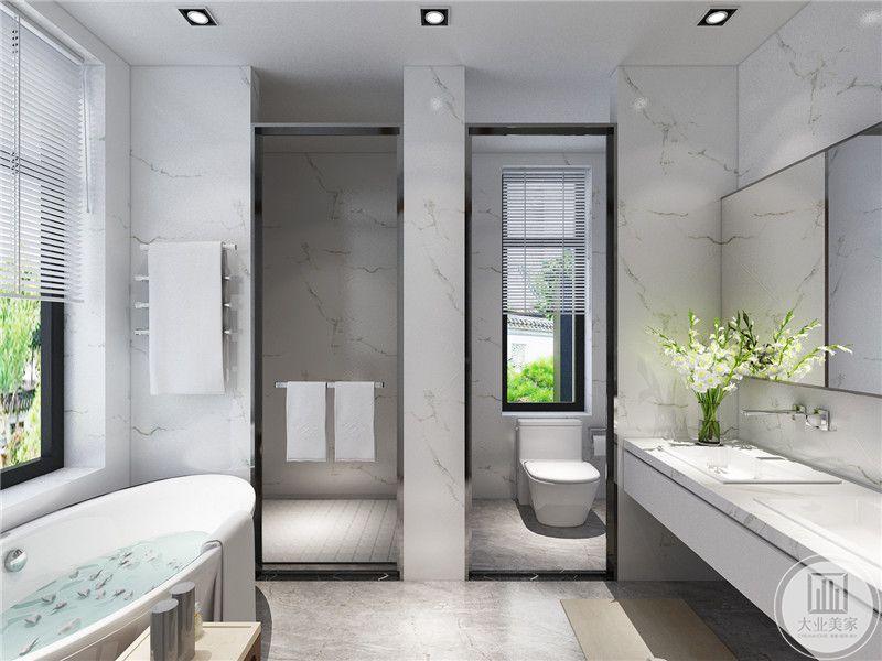 卫生间墙面采用大理石装饰,同时利用户型自然形成干湿分离。