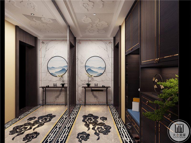 入户墙面采用大理石,搭配圆形中式风格装饰