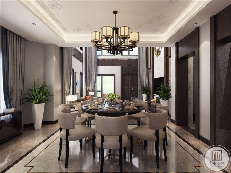 餐厅的吊顶,客厅的部分布局装饰。
