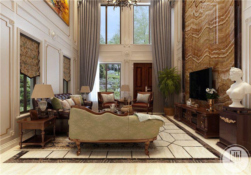 客厅影视墙采用巨型实木护墙板,电视柜采用红木材料,外侧采用红木展示柜,上面摆放白色石膏雕像。