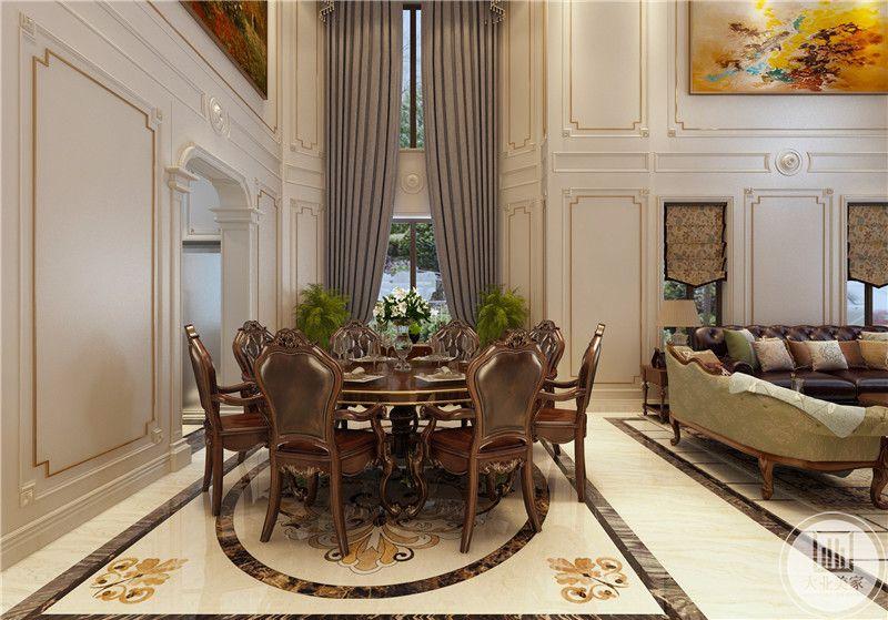 餐厅餐桌餐椅都采用红木材料,餐桌一侧的墙面采用白色石膏线装饰。