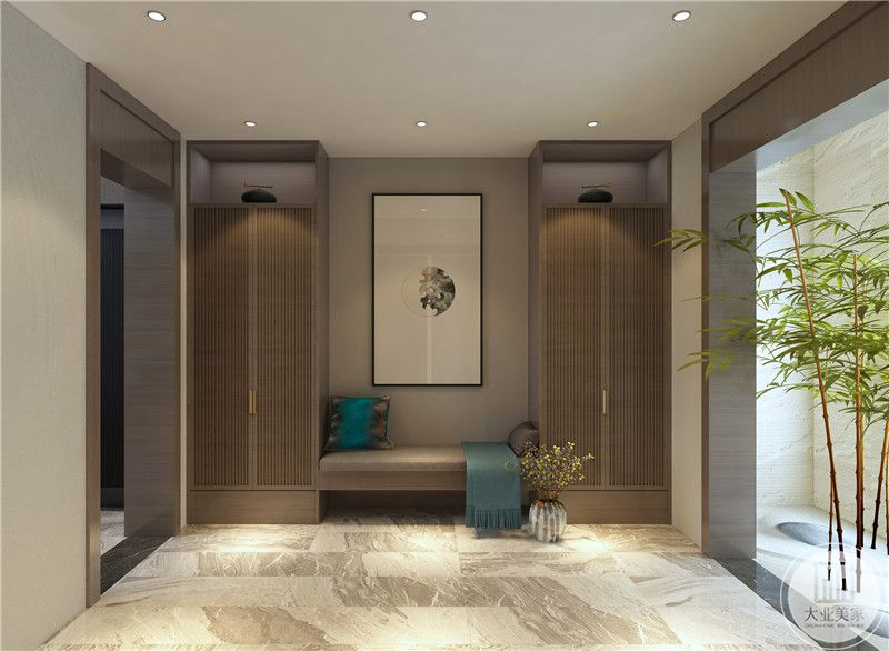 客厅装修效果图:从这个方向可以看到中式装饰画,下面是一个小凳子两侧是木质橱柜。