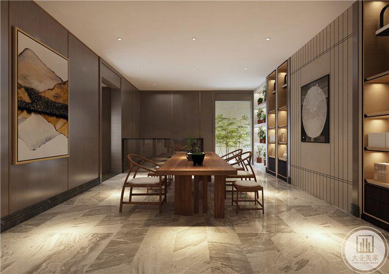 休闲室装修效果图:书桌都是实木做的,一侧的背景墙采用华丽的圆形装饰物,两侧木质书柜。