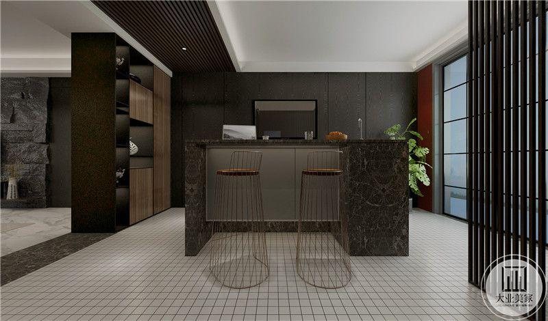 餐厅设置了吧台,大理石的台面质朴自然,铁艺的高脚椅