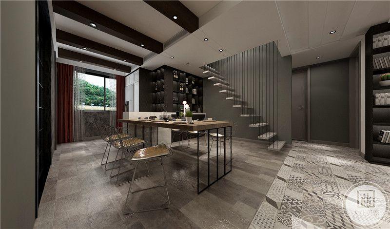 餐厅 旁边即是楼梯,餐厅空间显得有些空旷但整体大方得体。