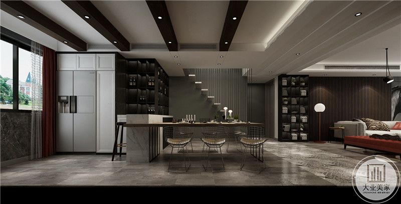 冰箱是嵌入式的设计,与餐桌用吧台隔开。