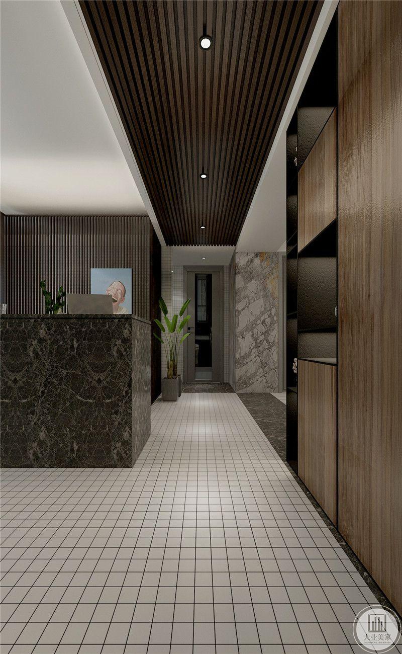 走廊是小方格的瓷砖,俏皮可爱。