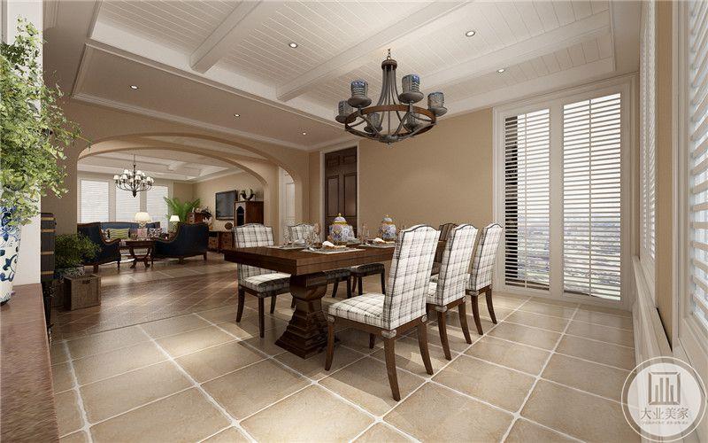 从这里可以看到餐厅和客厅的整体布局装饰。