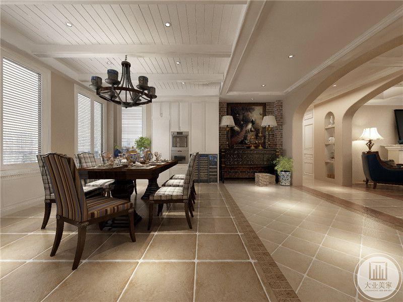 餐厅餐桌采用棕色实木材料,搭配灰白相间的网格式餐椅,地面铺设浅黄色瓷砖。