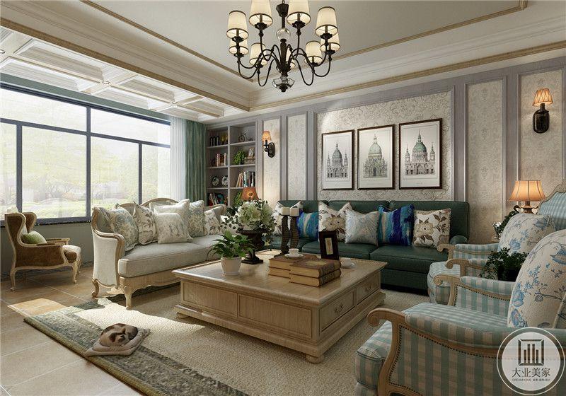 客厅的窗户开的极大,浅绿色的窗帘清新自然与客厅的组合和谐有致。