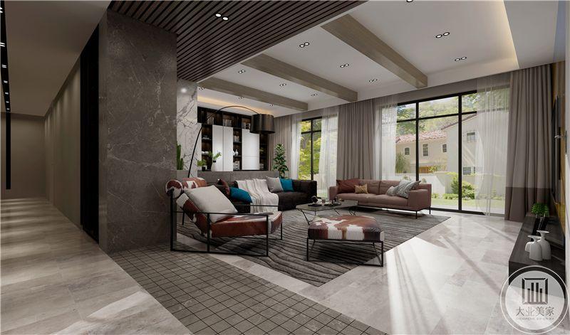 客厅空间具有极强烈的工业色彩,像一个开放式的厂房,具有强烈的自由感。