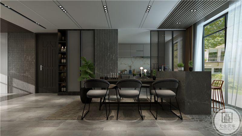 在这个角度看更能够体会带餐厅空间的大方和简约。厨房与餐厅用一扇推拉门隔开。