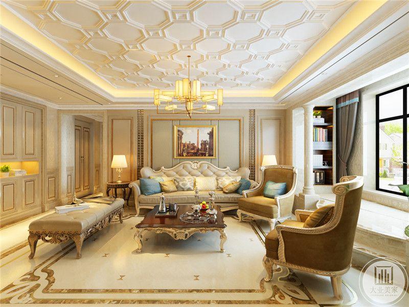 客厅吊灯是蜂巢的形状,精致的花纹显得十分典雅秀气。阳台处设置了收纳的空间,放些书籍摆件。