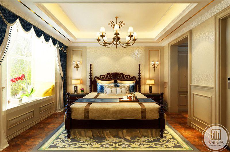 主卧选择了欧式的木质罗马床,十分复古,窗帘是深蓝色的,阳台窗户开的极大,采光性极好。