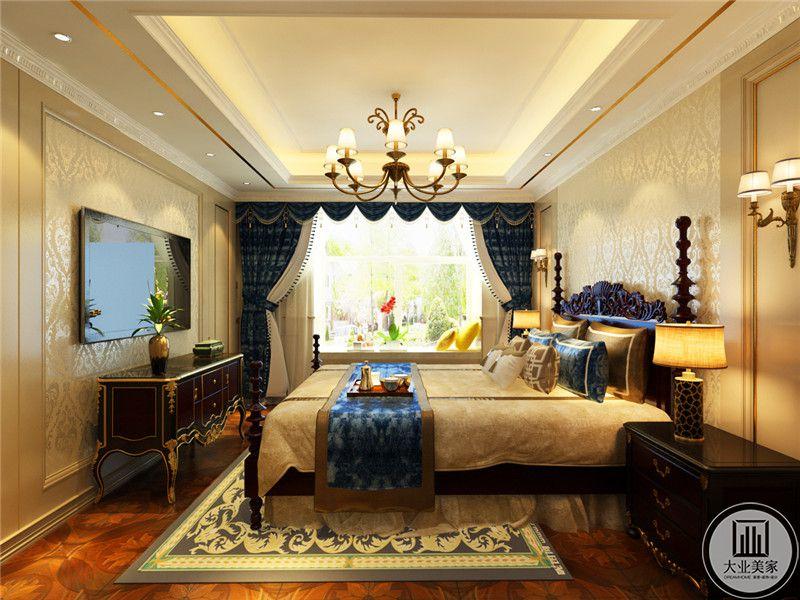 深色的木质地板上铺着华丽的金色纹样地毯。