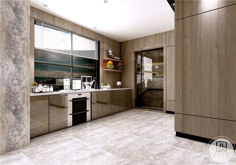 厨房墙面采用浅色实木装饰,橱柜门都采用浅棕色玻璃门,增大空间的范围感。