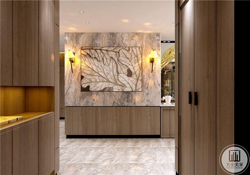 入户空间做衣帽间,玄关墙面采用大理石装饰。